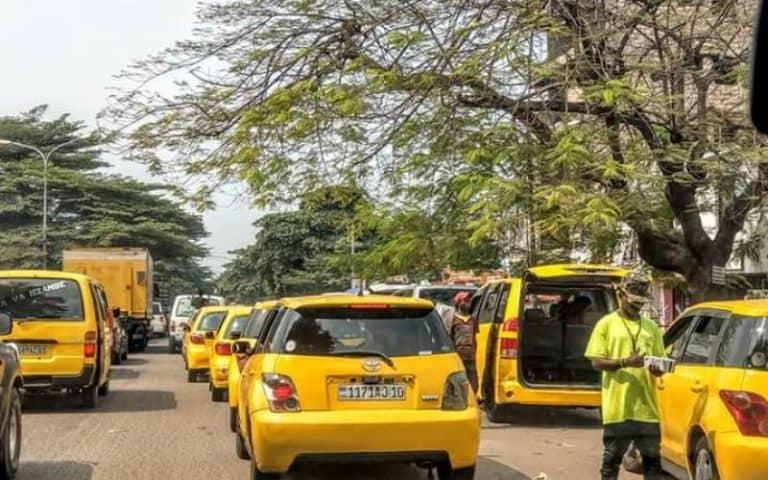 Taxis dans les rue de Kinshasa.